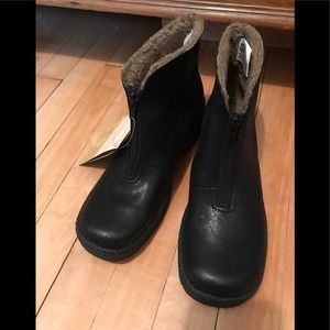 NWT Naturalize boot